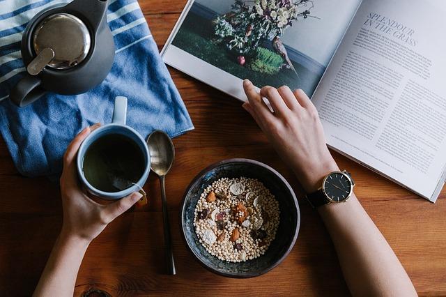 regularne odżywianie z posiłkami zastęoczymi