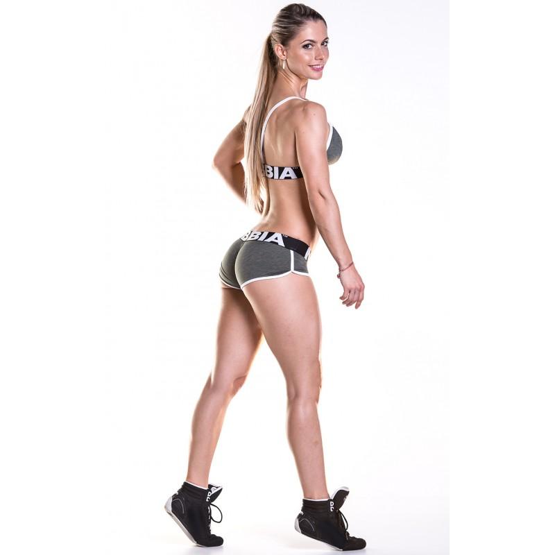 Spodenki fitness n266 khaki sprawdzą się zarówno podczas ćwiczeń w otwartej, jak i zamkniętej przestrzeni.