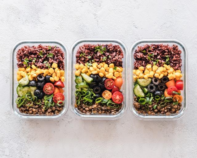 Dietetyczny catering katowice pozwoli Ci skutecznie pozbyć się problemu podjadania
