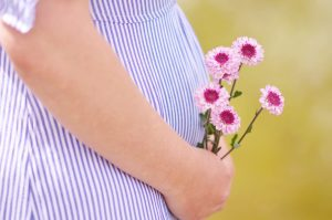 Dieta kobiety w ciąży powinna być bogata w kwas foliowy, warzywa oraz owoce