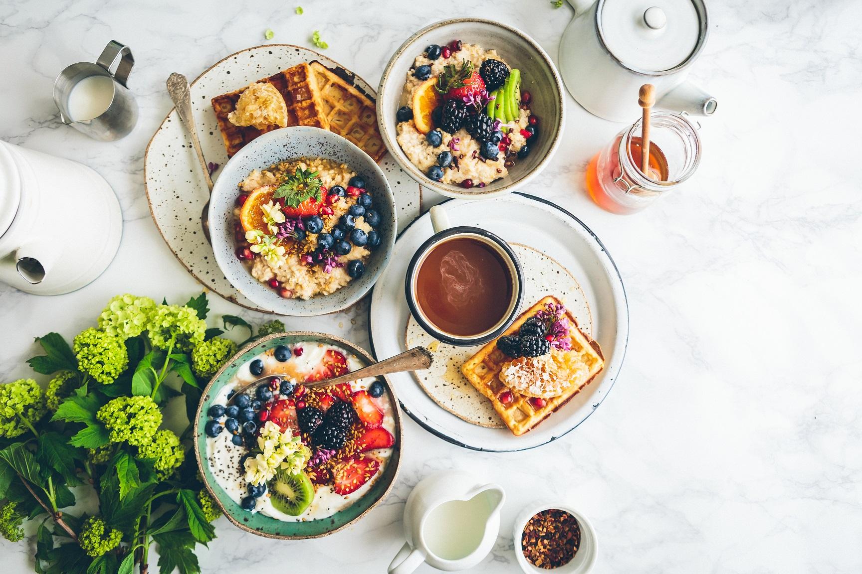 Chcesz wiedzieć, jak powinna wyglądać dieta na wakacjach, aby nie przybrać na wadze? Przeczytaj dzisiejszy wpis i poznaj nasze wskazówki!